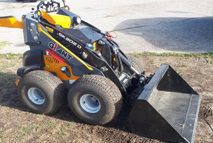 GIANT SKID STEER LOADER